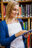 Female student using tablet in the library Royalty Free Stock Photos