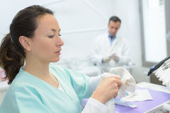 Female surgeon preparing for surgical operation Royalty Free Stock Photography