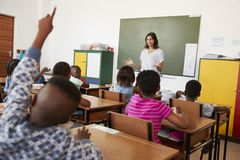 Female teacher in front of an elementary school class Royalty Free Stock Photos
