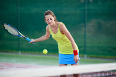 Female tennis player on the tennis court Royalty Free Stock Photos