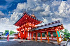Free Female Tourists Hold An Umbrella During Heavy Rain At The Entrance To The Shrine In Kyoto, Japan Royalty Free Stock Images - 167398389
