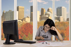 Female worker examines graph in the office Royalty Free Stock Photos