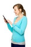 Femelle à l'aide de la tablette digitale image stock
