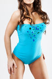 Femelle attirante utilisant le bikini cyan Image libre de droits