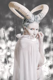 Femelle avec le corps-art de chèvre Photo stock