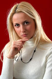 Femelle blonde sérieuse Photographie stock