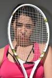 Femelle de l'adolescence sportive déçue de joueur de tennis images libres de droits
