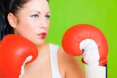 Femelle de réussite d'affaires de boxe Images libres de droits