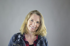 Femelle de sourire dans la veste 3 Photo libre de droits
