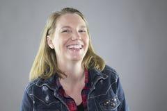 Femelle de sourire dans la veste 5 Images libres de droits