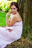 Femelle sexy de dame de fille de jeune femme de brune dans le vêtement formel photo libre de droits