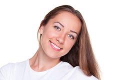 Femelle souriante au-dessus du fond blanc image stock