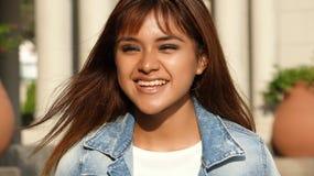 Femenino adolescente divirtiéndose Foto de archivo libre de regalías