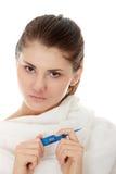 Femenino joven teniendo fiebre Foto de archivo