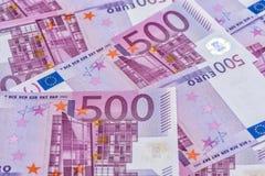 Femhundra anmärkningar 20 50 100 euroeuropean för 500 valuta 5000 roubles för modell för bakgrundsbillspengar Royaltyfri Foto