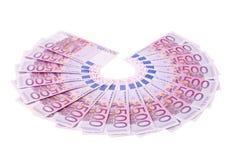 Femhundra euroanmärkningar som arrangera i rak linje i en fan. Royaltyfria Bilder