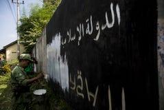FEMHUNDRA INDONESER SAMMANFOGAR ISIS Fotografering för Bildbyråer