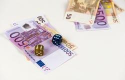 Femhundra och femtio eurosedlar och tärnar Royaltyfria Foton