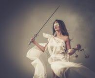 Femida, Göttin von Gerechtigkeit stockbild