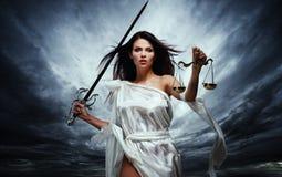 Femida gudinna av rättvisa Arkivbild