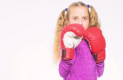 Feministyczny ruch Samoobrony poj?cie Dziewczyna bokser zna jak ono broni Dziewczyny dziecko silny z bokserskimi r?kawiczkami zdjęcie stock