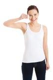 Femme à l'aide de la protection de coton Photo stock