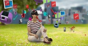 Femme à l'aide du casque de réalité virtuelle avec les icônes digitalement produites 4k de vente banque de vidéos