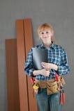 Femme à la maison de réparation Photographie stock libre de droits
