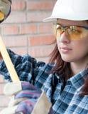 Femme à la maison de réparation photo libre de droits