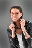 Femme à la mode dans le style de roche Photo libre de droits