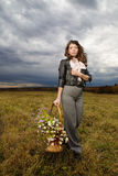 Femme à la zone d'automne Photo libre de droits