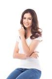 Femme à moitié asiatique souriant sur le fond blanc Images stock