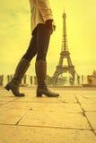 Femme à Paris Photo stock