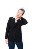 Femme âgée avec douleur cervicale d'isolement sur le fond blanc Photo stock