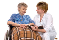 Femme âgée dans le fauteuil roulant Photo libre de droits
