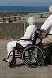 Femme âgée dans un fauteuil roulant Photographie stock