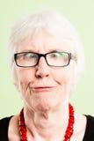 Backgroun élevé de vert de définition de femme personnes drôles de portrait de vraies Photo libre de droits