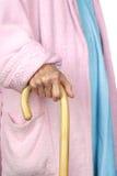 Femme âgée marchant avec la canne Photos stock