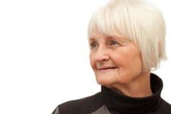 Femme âgée mignonne regardant le copyspace Photo libre de droits