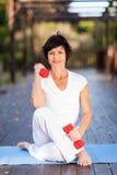 Femme âgée moyenne active Photo stock