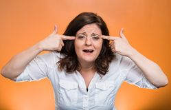 Femme âgée par milieu fou fâché Photos stock