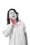 Femme âgée par milieu souffrant de la douleur cervicale Photo stock