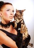 Femme élégant avec le chat Photographie stock