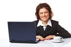 Femme élégant d'affaires sur son lieu de travail Images libres de droits