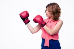 Femme élégante mignonne avec des gants de boxe Image stock