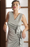 Femme élégante renversante photo libre de droits