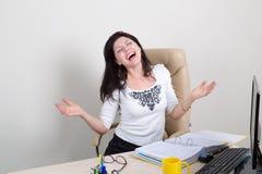 Femme émotive heureuse dans le bureau Photos libres de droits