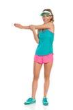 Femme étirant l'épaule Photographie stock libre de droits