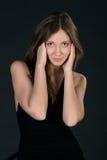 Femme étonné dans la robe noire Photo stock