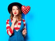 Femme étonnée avec le jouet de forme de coeur Image stock